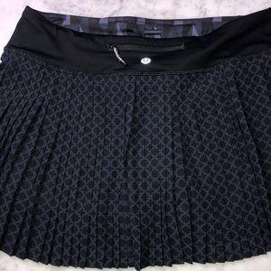 lululemon athletica Skirts - New Lululemon skirt Pleat to street  III size 8